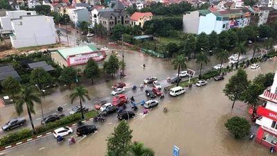 Thành Vinh 'thất thủ' sau trận mưa xối xả