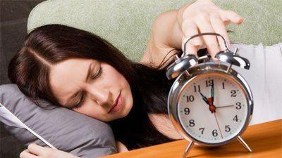 Nghe báo thức mỗi sáng, người phụ nữ phát điên phải nhập viện
