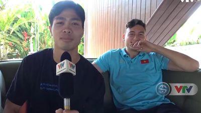 Văn Lâm, Văn Hậu bật cười khi Công Phượng tập làm phóng viên