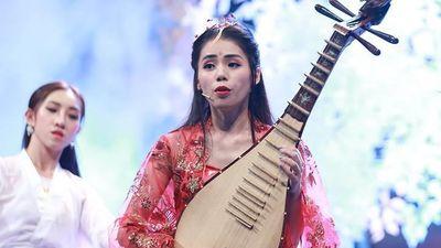 Hương Ly hát chay 'Sóng gió' trên truyền hình