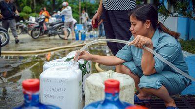 Hà Nội xét nghiệm nước hàng ngày, công khai kết quả trên truyền hình