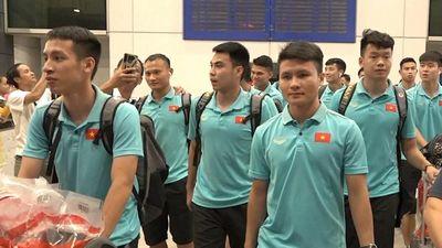 Tuyển Việt Nam về đến TP.HCM trong sự chào đón của các CĐV