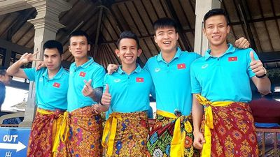 Tuyển Việt Nam chia tay nhau, hẹn ngày tái ngộ đấu UAE, Thái Lan
