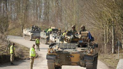 Hàng trăm xe thiết giáp Anh tiến vào Estonia để tập trận