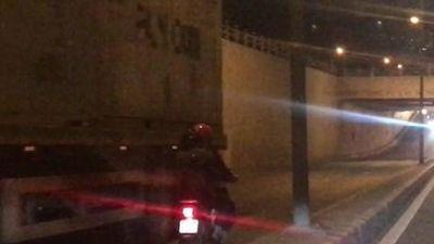 Đồng Nai: Xe khách va xe máy tại hầm chui Tam Hiệp, 2 người tử vong