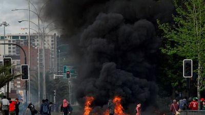 Cận cảnh bãi chiến trường vì bạo loạn ở Chile