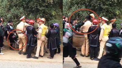 Clip thanh niên H'Mông bị giữ xe máy, người phụ nữ đá và gạt bay mũ CSGT Sa Pa
