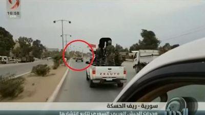 Quân đội Mỹ hứng mưa rác từ người dân Syria