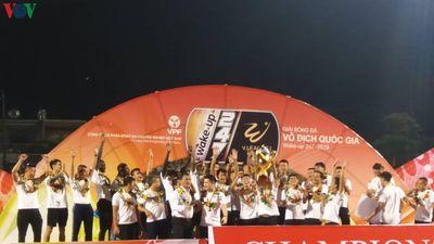 Clip: Hà Nội FC nhận cúp vô địch V-League 2019