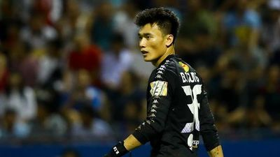 Tiến Dũng bốn lần vào lưới nhặt bóng ngày CLB Hà Nội đăng quang