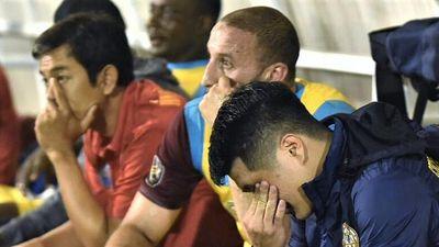 Cầu thủ Khánh Hòa khóc trong ngày rớt hạng V.League