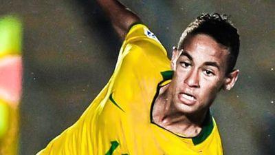 Tròn 10 năm Neymar được so sánh với Pele
