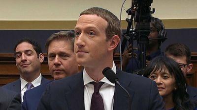 Phản ứng bất ngờ của Mark Zuckerberg khi được so sánh với TT Trump