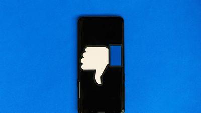 Lén dùng camera iPhone, Facebook nói do lỗi phần mềm