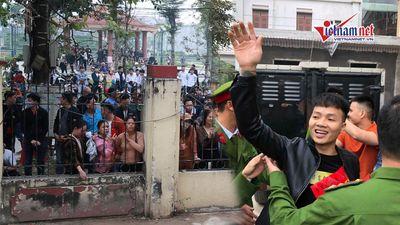 Học sinh đứng kín cổng tòa xem phiên xử Khá 'Bảnh' và đồng bọn
