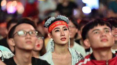CĐV ấn tượng với cách thay đổi số áo của HLV Park Hang-seo