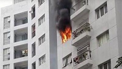 Hà Nội: Cháy lớn ở khu tái định cư Hoàng Cầu, khói bốc cao hàng chục mét