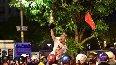 Phố đi bộ Nguyễn Huệ sau 23h ngày tuyển Việt Nam thắng UAE