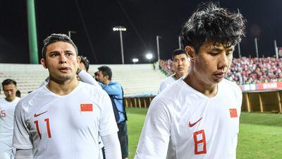 Cầu thủ Trung Quốc đá phản lưới nhà ở trận thua 1-2 trước Syria