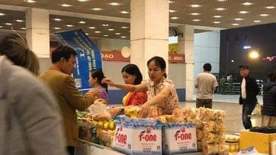 Chai nước 40.000 đồng ở SVĐ Mỹ Đình trận Việt Nam gặp UAE