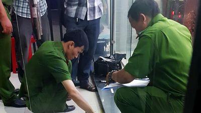 Khoảnh khắc đối diện họng súng của tên cướp tiệm vàng ở TP.HCM