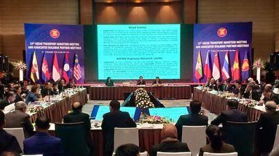 ASEAN và Trung Quốc bắt tay 'mở rộng bầu trời'