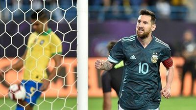 Messi lập công, Argentina đánh gục Brazil