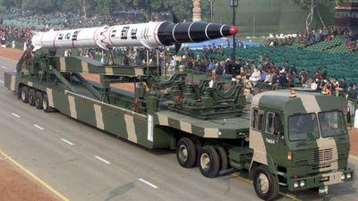 Ấn Độ phóng tên lửa hạt nhân tầm trung Agni-II trong đêm