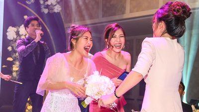 Khoảnh khắc vui nhộn của dàn sao ở lễ cưới Giang Hồng Ngọc