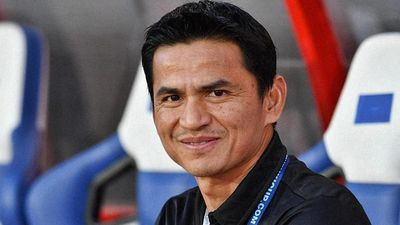 Kiatisak: 'Tuyển Việt Nam mạnh mẽ hơn và muốn thắng Thái Lan'