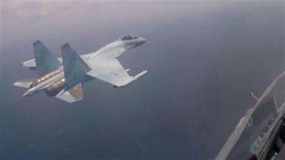 Su-35 đánh võng qua nhà cao tầng như phim Mỹ