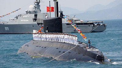 Tốc độ tàu ngầm Kilo Việt Nam thay đổi 'ảo diệu' thế nào khi lặn, nổi?