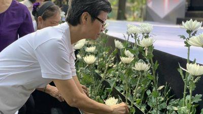 Nhiều người bật khóc tại Lễ tưởng niệm nạn nhân tử vong do TNGT