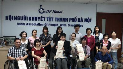 Tiến sĩ Uwano Toshiyuki giúp người khuyết tật Việt Nam tiếp cận giao thông bằng thiết bị dốc di động