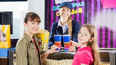 Các rạp chiếu phim kiếm tiền thế nào?