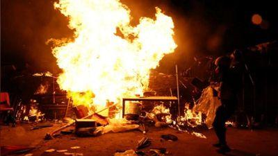 Hong Kong chìm trong bạo lực: Cảnh sát tung 'vũ khí' mới đối phó biểu tình