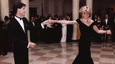 Mẫu váy huyền thoại của Công nương Diana được bán đấu giá 10 tỷ đồng