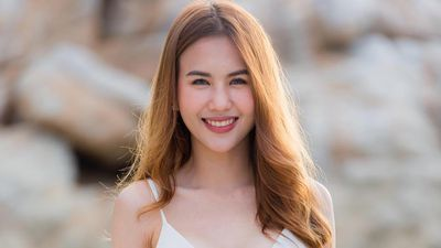 Bạn gái cầu thủ Supachai chăm khoe dáng với bikini, áo crop top