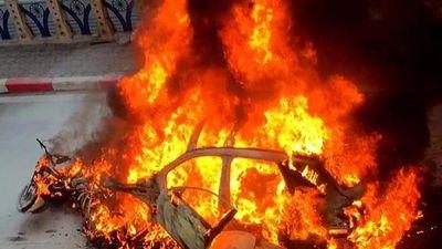 Cảnh sát tìm người nhà nạn nhân bị xe Mercedes cán tử vong