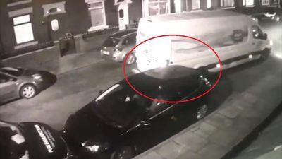 Màn đỗ xe bất thành gây thiệt hại 1.000 bảng Anh
