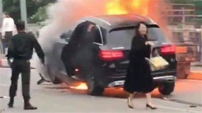Xe Mercedes tông loạt xe chờ đèn đỏ: Lời kể kinh hoàng