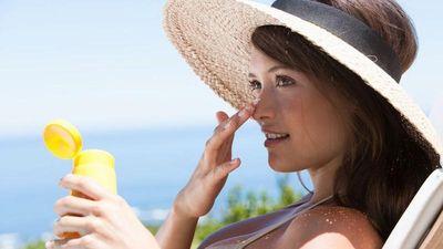 Phát cuồng dùng kem chống nắng, người phụ nữ gặp chuyện kinh dị