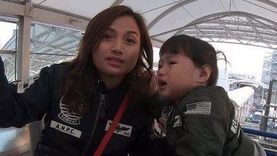 Quỳnh Trần JP và bé Sa có mặt ở Việt Nam ngày 21/11