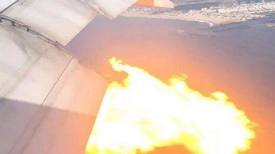 Boeing 777 bốc cháy trên bầu trời Los Angeles