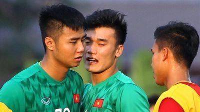 Thủ môn U22 Việt Nam nhận sự động viên ngay sau sai lầm