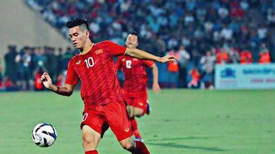 Tiến Linh thích đi giày màu sắc trên sân cỏ, có đôi giống của Ronaldo
