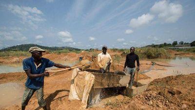 Nghề săn kim cương ở lục địa đen 'gian khổ' thế nào?
