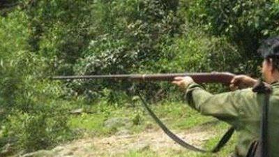 Người đàn ông bị trúng đạn khi đang đi bẫy thú