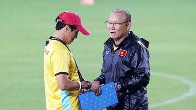 Thần tài bóng đá Việt Nam: Ông Park khác HLV Calisto là trợ lý Lee giỏi