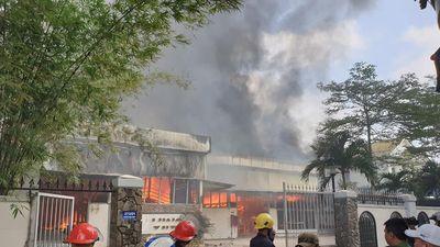Xưởng gỗ nằm sát điểm sang chiết gas bốc cháy dữ dội